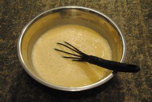 mescolare farina di ceci e acqua